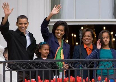 800px-Obamas_at_White_House_Easter_Egg_Roll_4-13-09_2