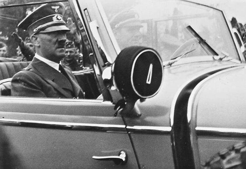 800px-Hitler_Polen_Sep._39_Josef_Gierse
