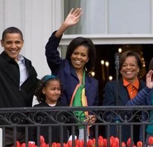 800px-Obamas_at_White_House_Easter_Egg_Roll_4-13-09_2