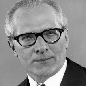 442px-Bundesarchiv_Bild_183-R0518-182,_Erich_Honecker