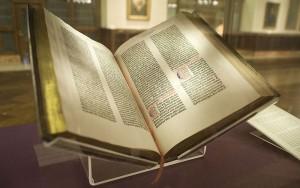 800px-Gutenberg_Bible,_Lenox_Copy,_New_York_Public_Library,_2009._Pic_01