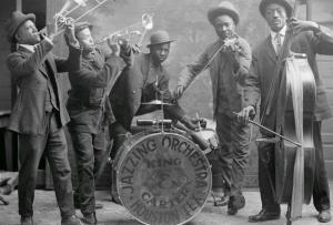 Jazzing_orchestra_1921