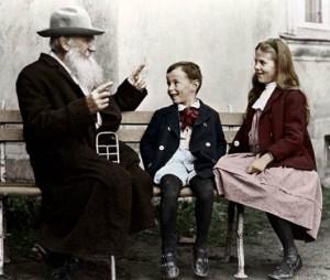Лев Толстой с внуците си