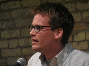 800px-John_Green_in_Minneapolis-300x225