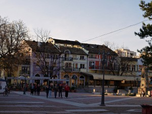 800px-Street_scene_in_Lovech_TB