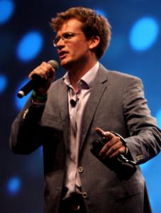 John_Green_speaking_at_VidCon_in_2012