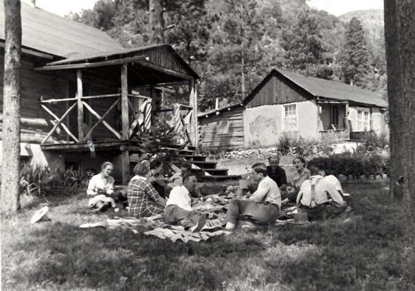 Frieda-Lawrence-and-friends-at-DH-Lawrence-Ranch