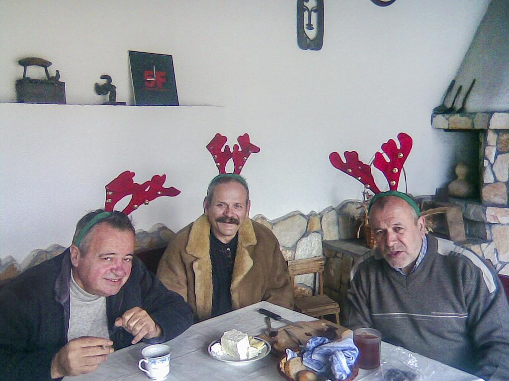 Трима с рога