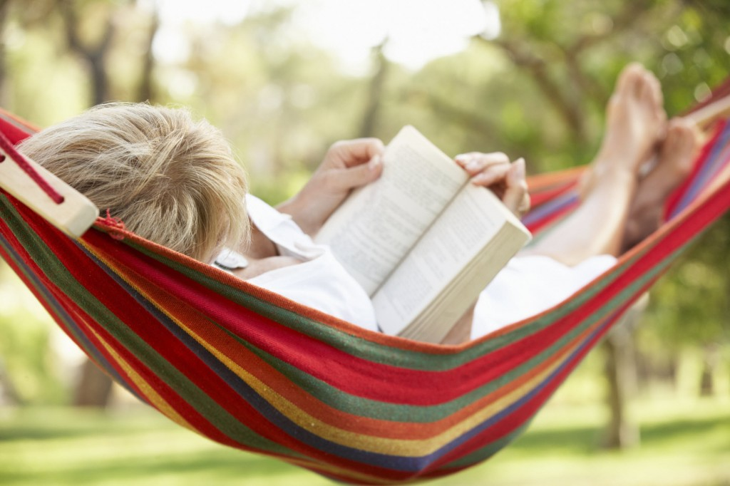 woman-hammock-reading-book
