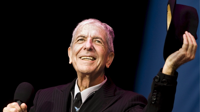 epa05626118 (FILE) A file picture dated 12 July 2008 shows Canadian poet-songwriter Leonard Cohen greeting the audience at the start of his concert in the Westergasfabriek in Amsterdam, Netherlands. Leonard Cohen has died aged 82 on 10 November 2016. EPA/MARCEL ANTONISSE *** Local Caption *** 01411908