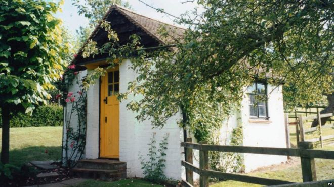 roald-dahl-writing-hut-exterior
