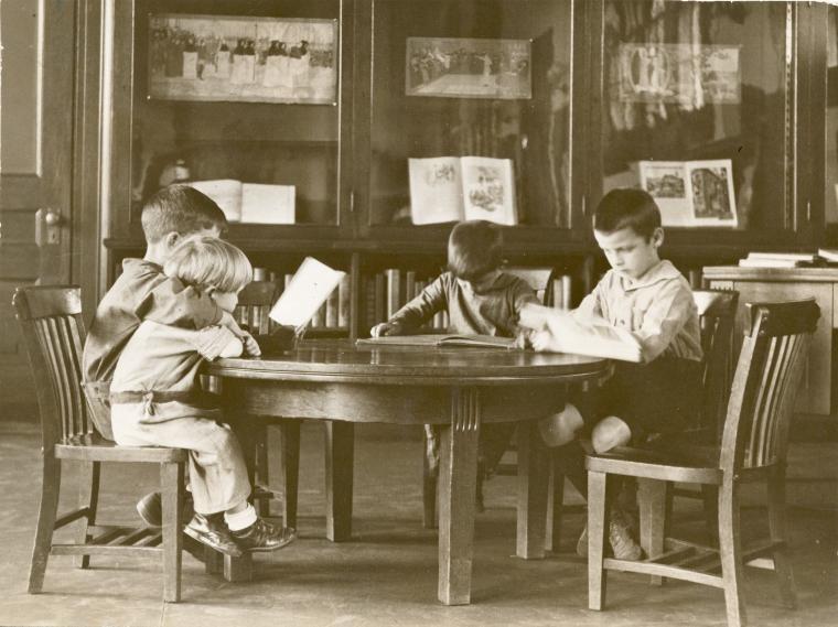 Деца в библиотеката NYPL