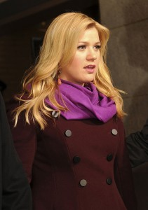 800px-Kelly_Clarkson_57th_Presidential_Inauguration-cropped
