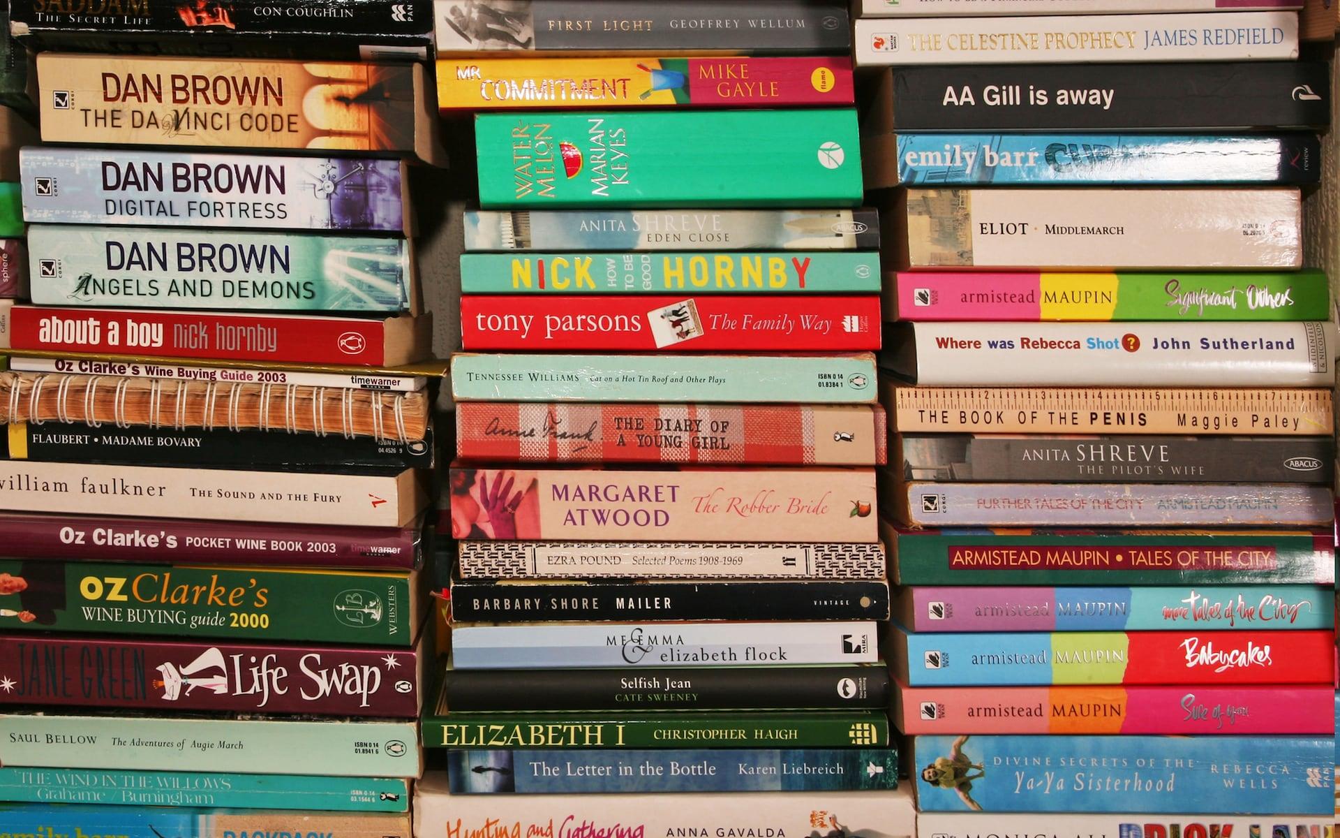 PD46373733_Alamy_AM0H7N-Books_trans_NvBQzQNjv4BqvyIhey5-bbhpfCG1b5cFTS6NdQfmGET_d93sPnguEQo