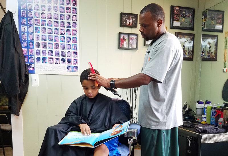 barber_jason_jozef1-toned_custom-11511d112ba547de370775b004c4ba4492c214b3-s800-c85