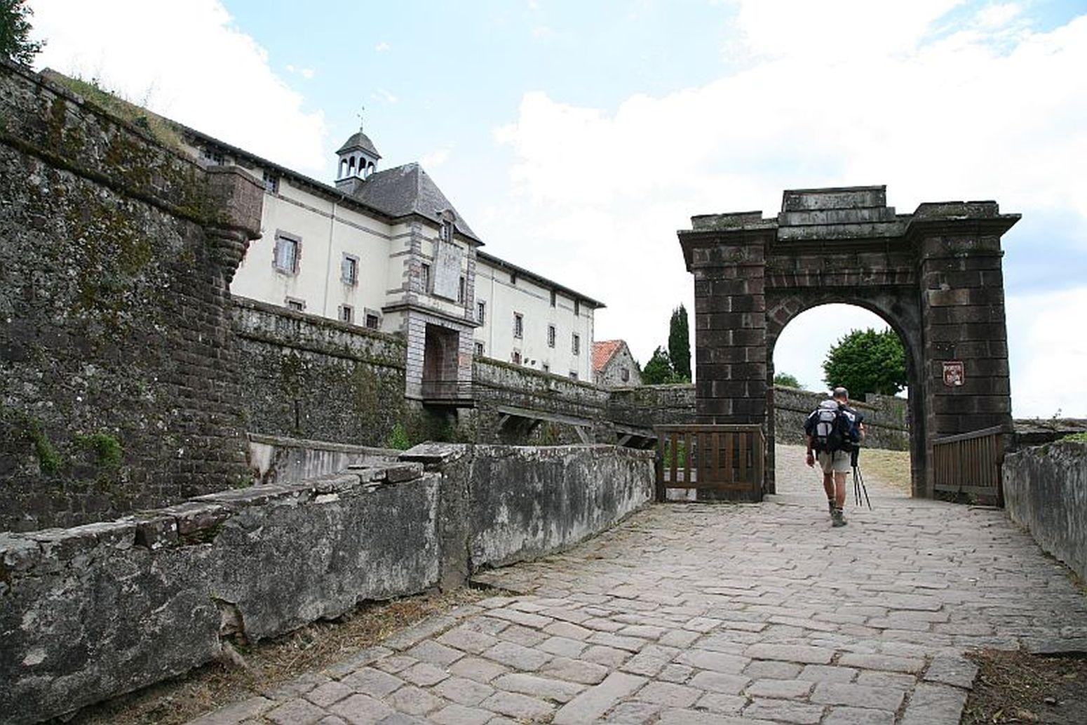 Citadelle-de-St-Jean-Pied-de-Port---pelerin