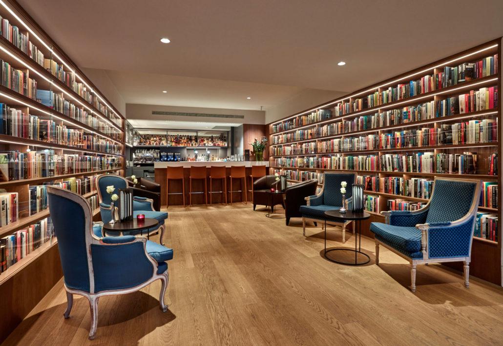 Ambassade-Hotel-Library-Bar-Karssing-HDR-1030x708