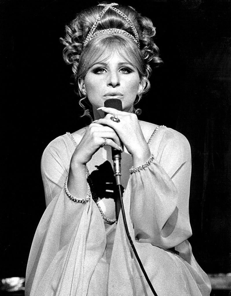 Barbra_Streisand_singing-_1969