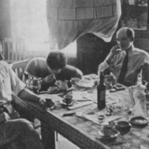 Za-stolom-Mayakovskiy
