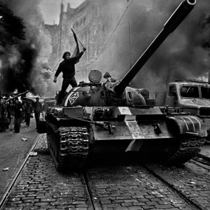 Warsaw_Pact_Tanks_by_Josef_Koudelka