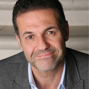 Khaled Hosseini photo