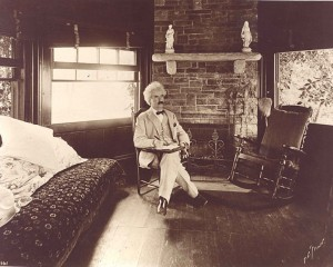 738px-Mark_Twain_seated