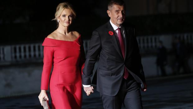 Андрей Бабиш бе придружаван от съпругата си на срещата със семейство Кундера