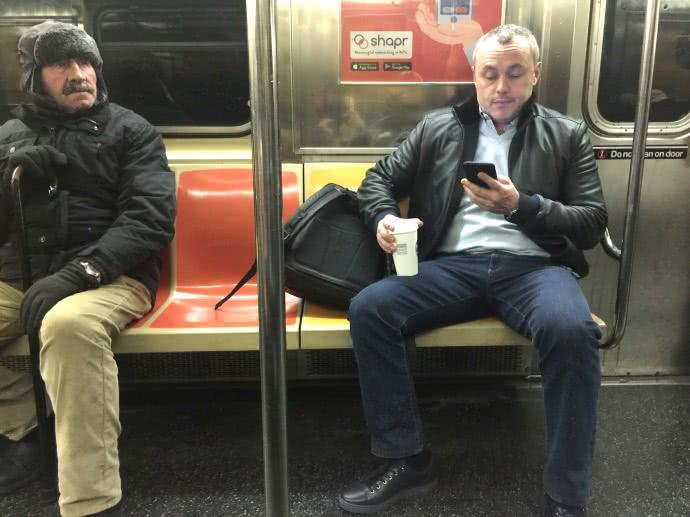 Въпреки милионите си Черняк обича да се придвижва с метрото