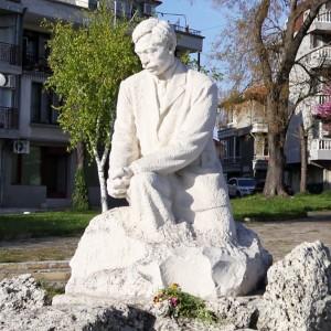 yavorov-monument_visitburgas1