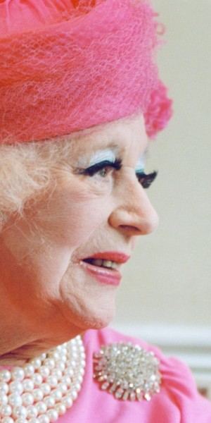4058401_Dame_Barbara_Cartland__who_has_died_aged_98__was_a_confection_entirely_of_her_own_making__a_trans++vyIhey5-bbhpfCG1b5cFTS6NdQfmGET_d93sPnguEQo