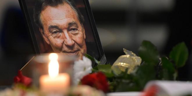 kondolenční kniha k úmrtí zpěváka Karla Gotta---condolence book on the death of the singer Karel Gott