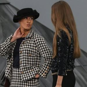 fashion-week-l-etonnant-stratageme-de-marie-s-infiltre-pour-s-incruster-au-defile-chanel