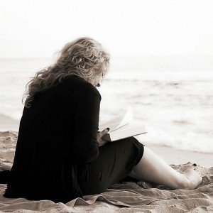 beach-sea-sand-ocean-book-read-1099850-pxhere.com