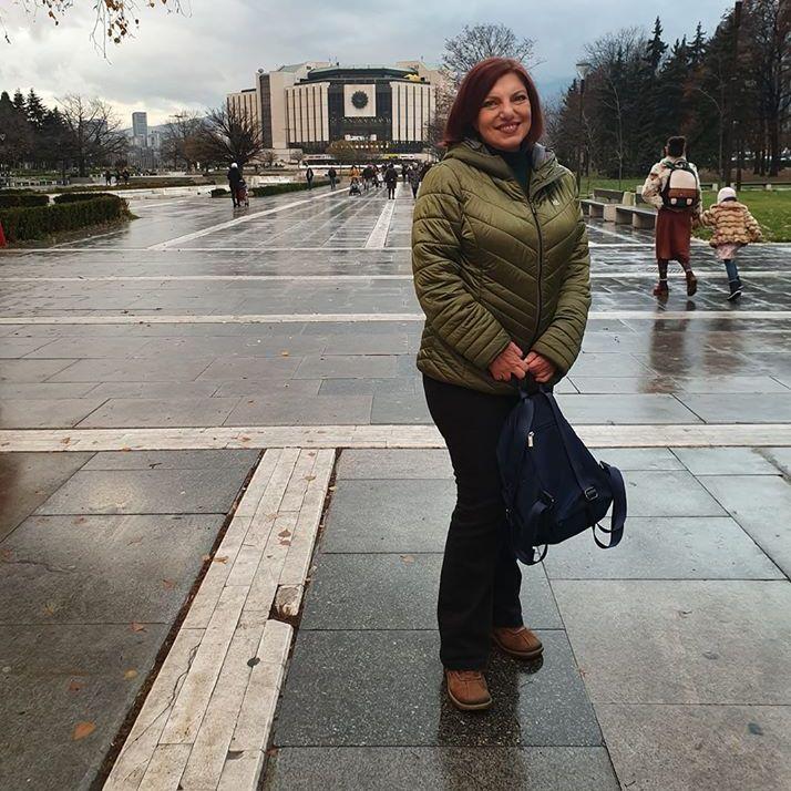 """Авторката на """"Хана"""" преди представянето на книгата в София. Снимка от фейсбук профила на Алена Морнщайнова"""